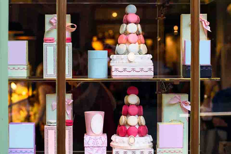 Pattisserie - Macarons Display